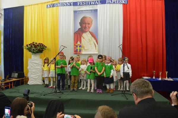 XV Gminny Festiwal Papieski w Szkole Podstawowej  im. Jana Pawła II w  Kupnie